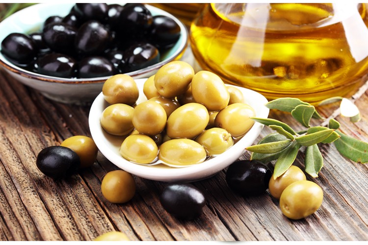 Top 10 Low Carb Fruits and Vegetables to eat on the keto diet - olives